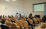 читает лекцию представителям бизнеса в Челябинске