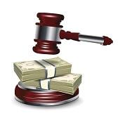 13673481-sędzia-młotek-i-pieniądze-na-białym-tle